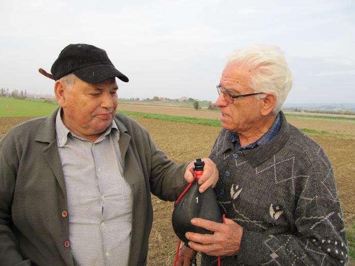 La botella afavoreix l'amistat i el valor de compartir els productes de la terra