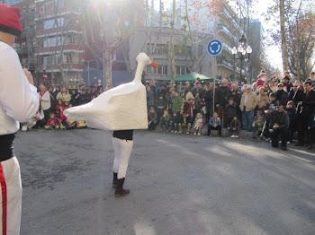 L'Oca de Malla dansant al Poble Nou