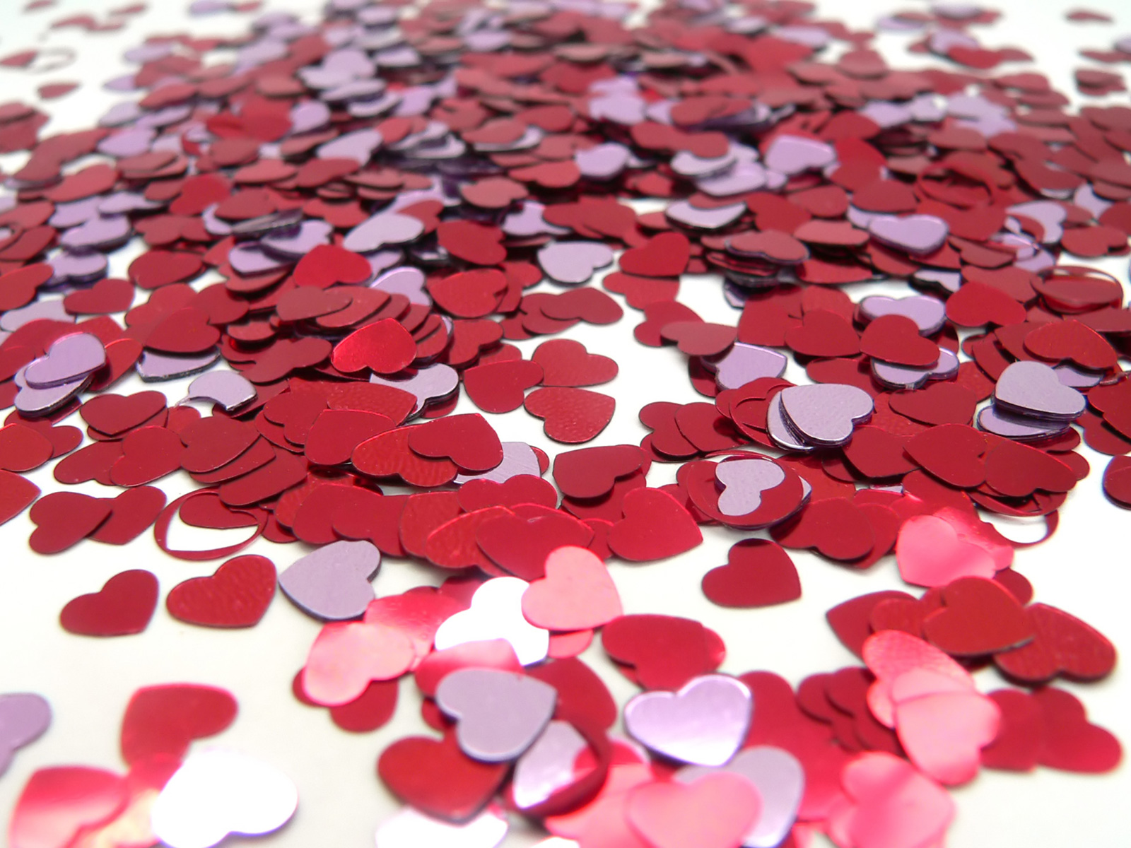 http://2.bp.blogspot.com/_xNrogU89eOY/TTXXtAW8fTI/AAAAAAAABKs/uIFKsHFhCZc/s1600/Valentine_Heart_Confetti.jpg
