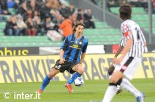 Zlatan Ibrahimovic saat pertandingan Inter Milan melawan Udinese