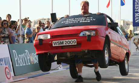 The Art of Heavy Car Lifting - Phil Pfister at 2009 World's Strongest Man Competition