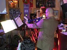 Ayelen Benoza junto al cuarteto presentacion de agosto del 2007 en el bar republica de aca palermo