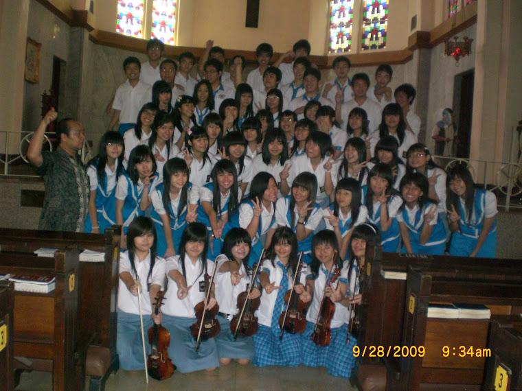 Pelayanan di gereja Katedral Surabaya