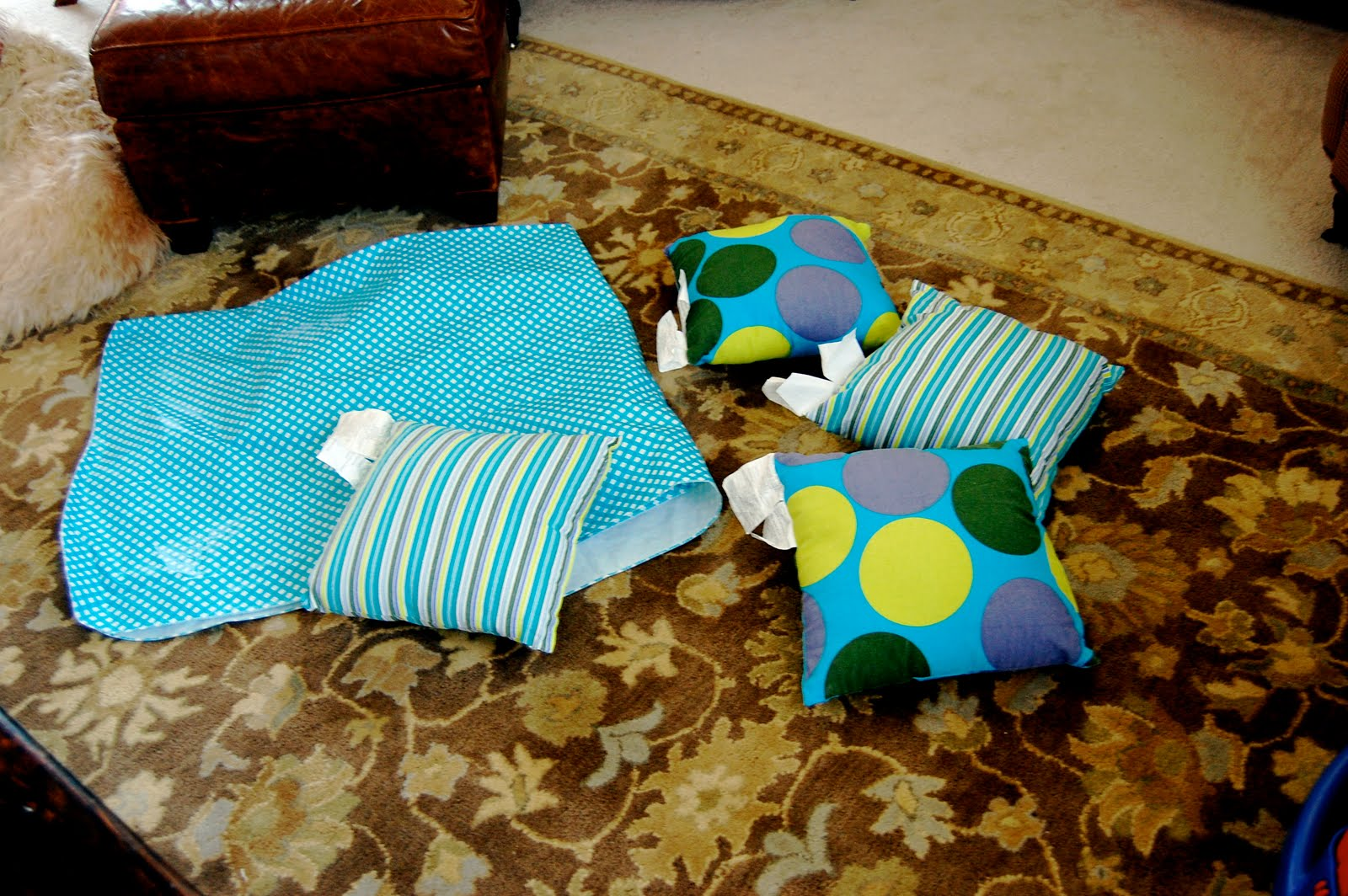 Buzzings of a Queen Bee: Outdoor Pillows on the Cheap