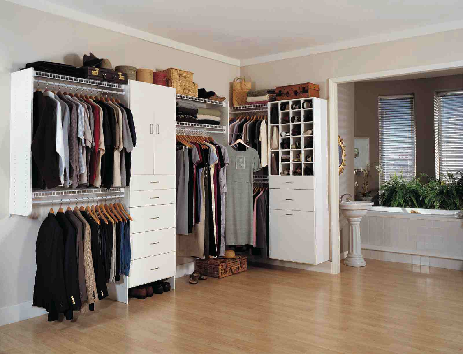 Modelos de closets walk in closet luxury interior design for Modelos de walk in closet