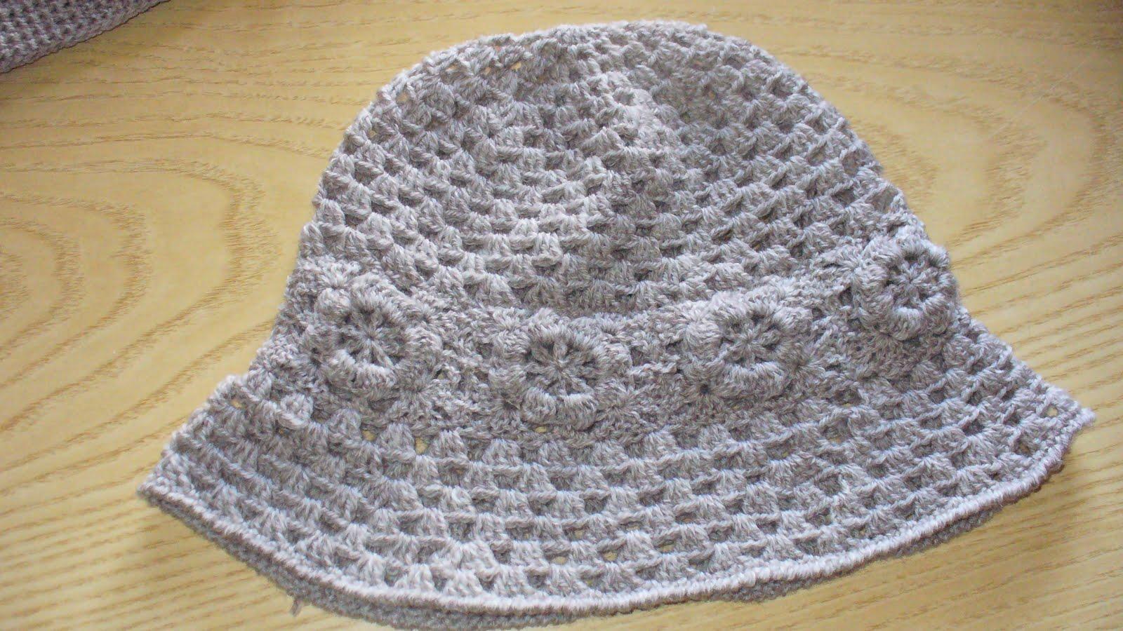 Questa comunque è l ultima produzione di cappelli ad uncinetto 26ceda553722