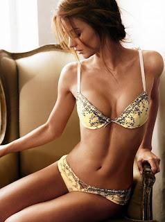Miranda Kerr lingerie pics are incredibly hot