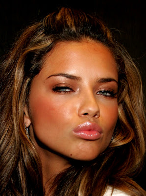 Adriana Lima puckers up