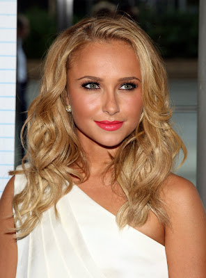 Hayden Panettiere looks really sexy in white