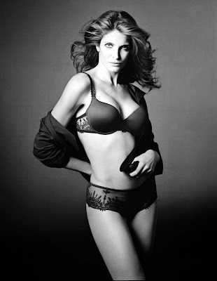 Sexy Stephanie Seymour in Lingerie