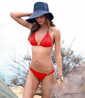 Miranda Kerr looks incredibly good in a bikini