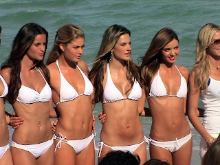Victorias Secret Girls in Bikinis