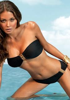 Karen Carreno - Sexy Bikini Pics
