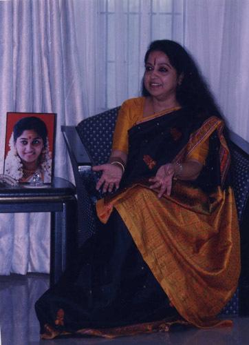monisha unni childhood photos