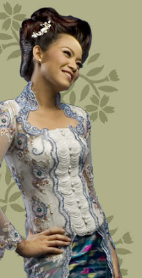 bentuk badan. Bahan ini juga sering digunakan untuk kebaya pengantin
