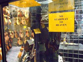 numa loja de instrumentos em Wellington