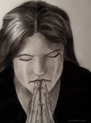 mujer llorando con luto