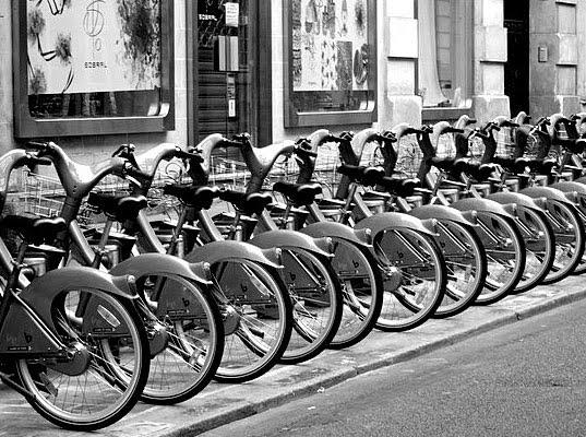 eco friendly transportation,paris,france,bicycle for transport,bicycle tourism,bicycle tours,sustainable paris,velib bikes,biking in paris,eco conscious,eco travel,Globally Gorgeous,maienza wilson,Wow Boys,style trip
