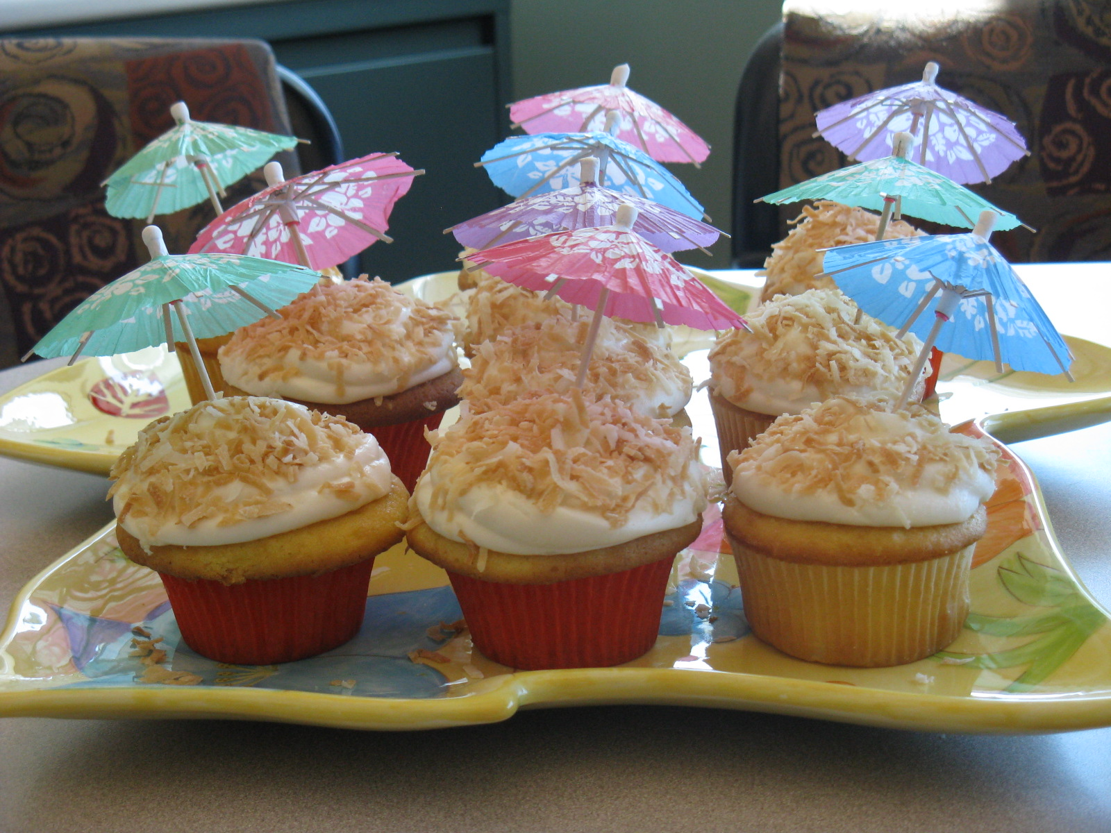 Hawaiian Themed Cupcakes