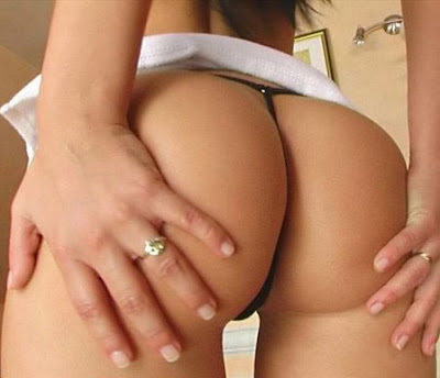 chicas en tanga cola perfecta