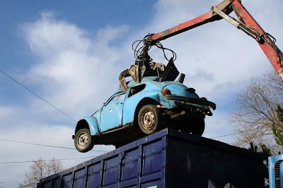pilisvorosvar-daily-photo-blue-car