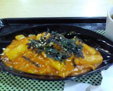 詐狐線西湖站2F西湖市場美食街的韓式炒年糕$60