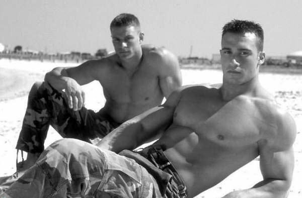 Hot Army Men http://guiltyindulgencebookclub.blogspot.com/2011/01/military-men-men-who-live-to-serve-us.html