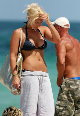 Brooke Hogan in bikini at the beach