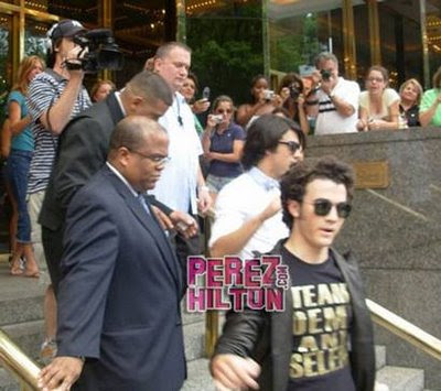 Kevin Jonas fashion feud over Miley Cyrus lyrics - Photo courtesy of PerezHilton.com