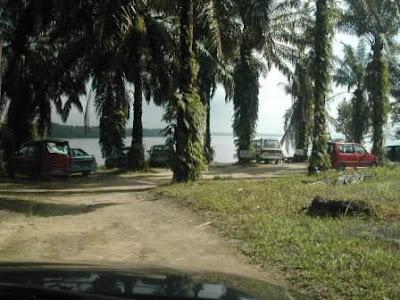 Rumah rakit tiram fishing resort atau lebih dikenali rakit atan
