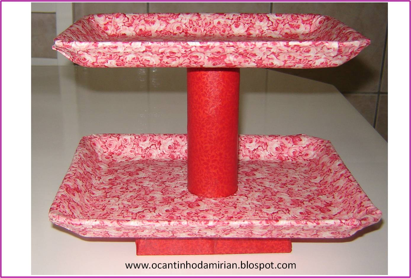 para fazer este suporte para bolo eu utilizei 2 bandejas de isopor de  #A6252B 1388x939