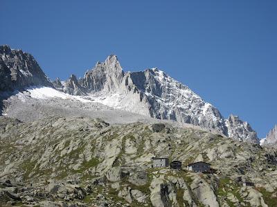 Rifugio Segantini vor dem Gipfel der Presanella
