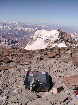 Aconcagua Gipfel mit Blick in die Suedwand