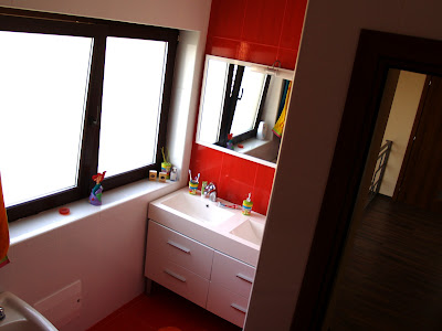 design baie alb rosu