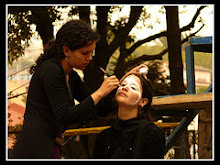 maquillandose. carnaval 2007