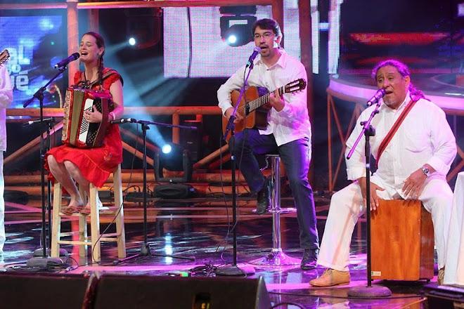 Pascuala e Inti Illimani ganan el guitarpin de oro para Victor Jara en el Festival del Huaso 2010