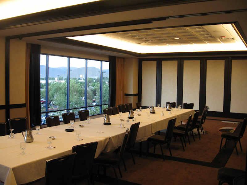 [Atlantis+Meeting+Room.JPG]