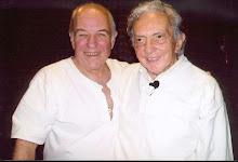 Alberto Casals junto al creador del sistema Biodanza Rolando Toro