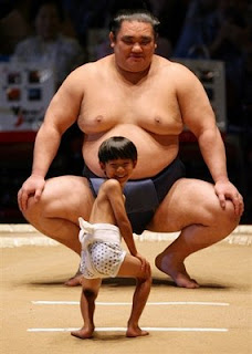 funny sumo photo mismatched kid and big guy