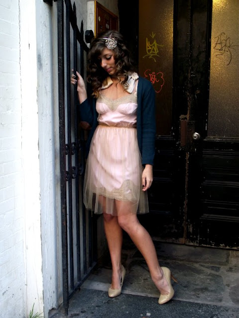 Light pink dress with nude heels, blue cardigans and peach colored dresses, graffiti and girls, street style Charleston South Carolina, Fashion in Charleston, Fashion in the south, womens fashion and style in the south.