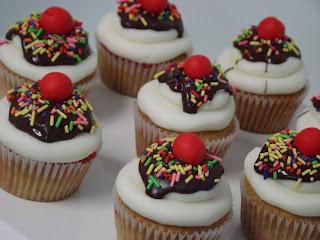 sweet cakes by rebecca - banana split cupcakes