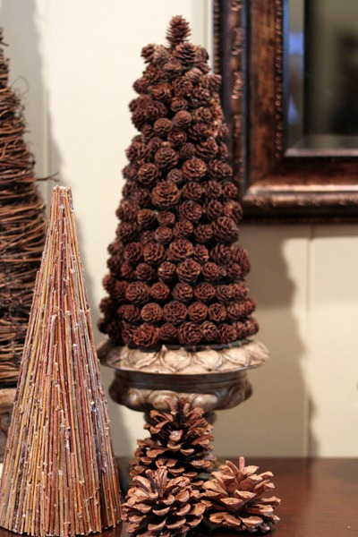 Focal point styling ideas for decorating with pine cones for Decorating pine cones for christmas tree