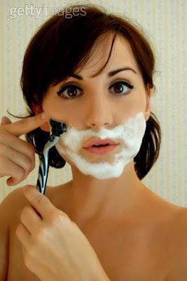 mujeres afeitandose
