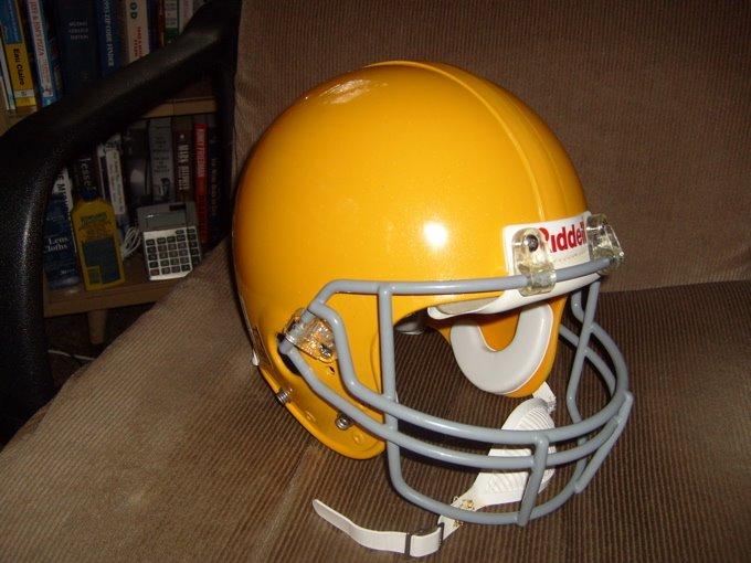 [Favre+helmet]