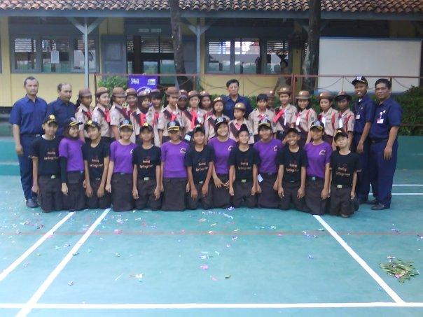 Mahatrooper bersama petinggi sekolah