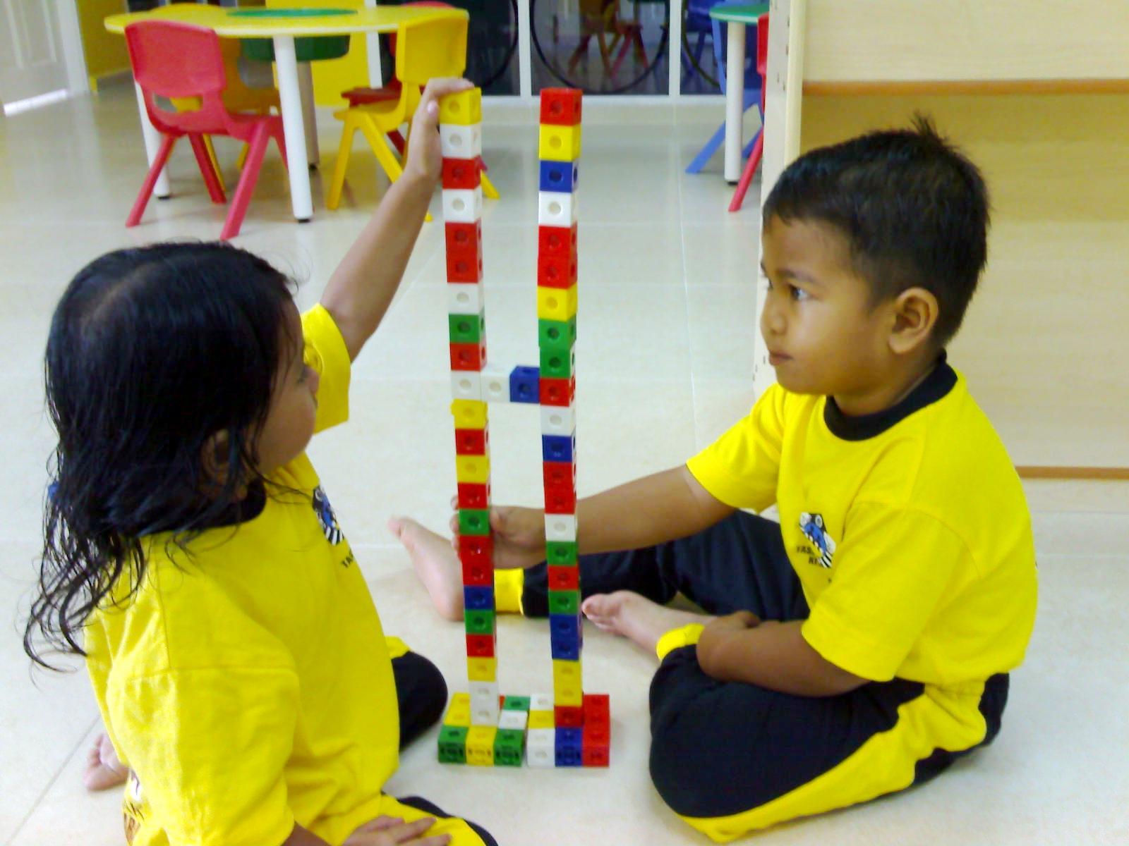 belajar. Bermain adalah fitrah kanak-kanak. Ia merupakan aktiviti
