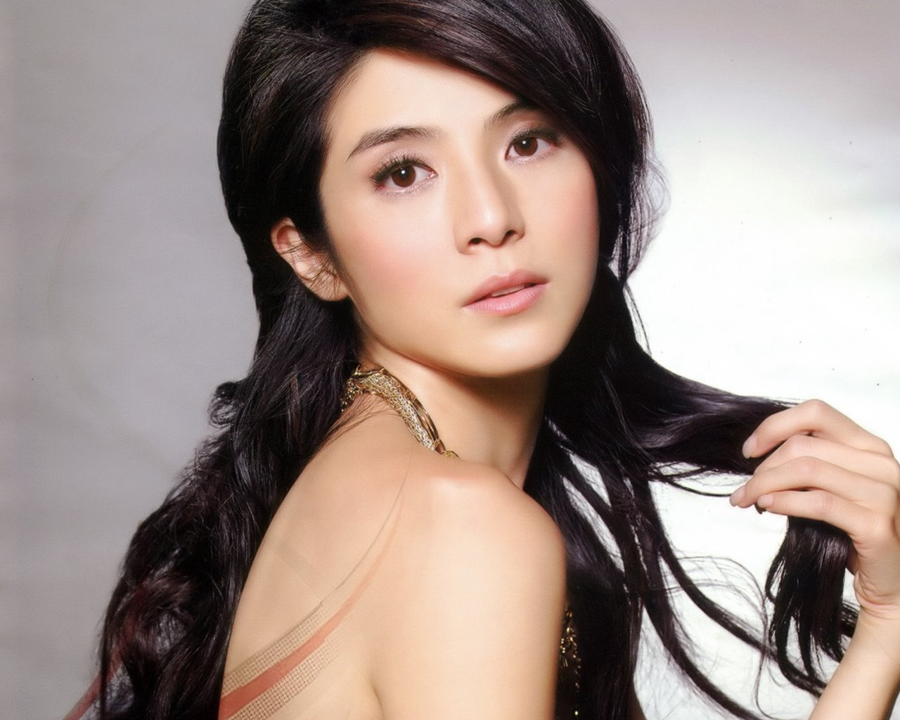 CHARLY YEUNG - Wallpaper Hot