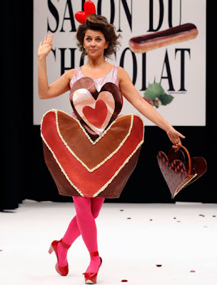 http://2.bp.blogspot.com/_y34TM1lfoZw/Stv0TQSjHwI/AAAAAAAAAUA/vm-GEMnAuis/s400/Chocolate+Fashion+Show+-+French+Actress+Corinne+Touzet.jpg