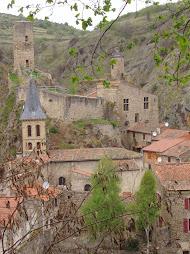 Venir faire la fête à l'ESPACE LESBRE et voir SAINT-FLORET un des plus beau village de France