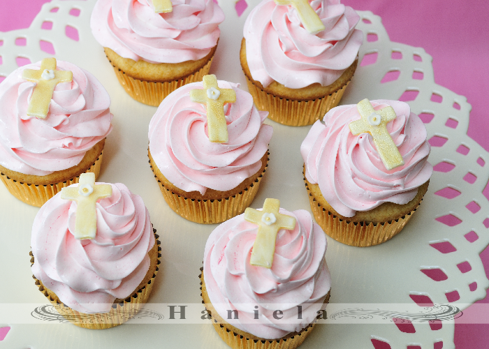 Cupcake Decorating Ideas For First Communion : Haniela s: First Holy Communion